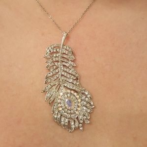 Jewelry - Unique crystal feather necklace